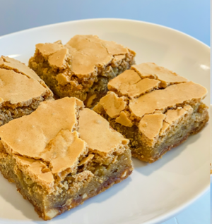 Gluten-Free Snickers Cookie Bars thumbnail